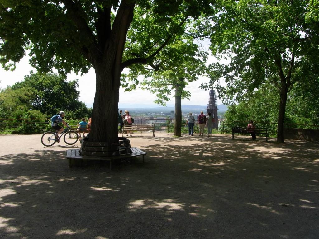 Der Kanonenplatz mit einem fantastischen Ausblick auf die Freiburger Innenstadt.