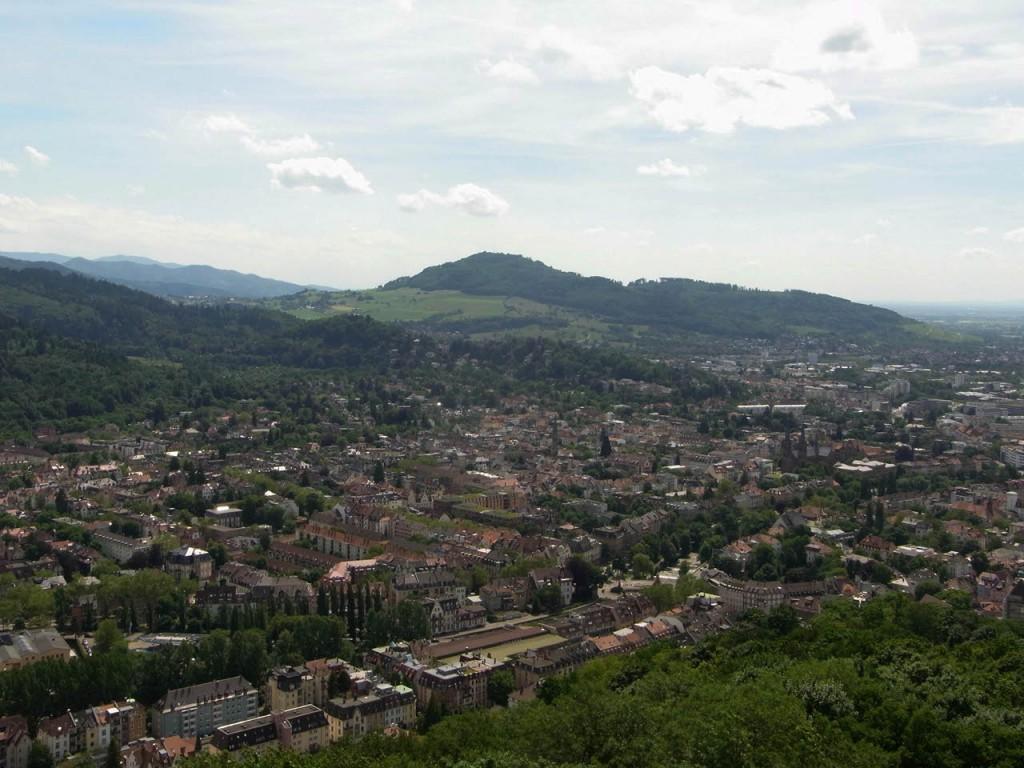 Blick vom Schlossbergturm auf den Schauinsland