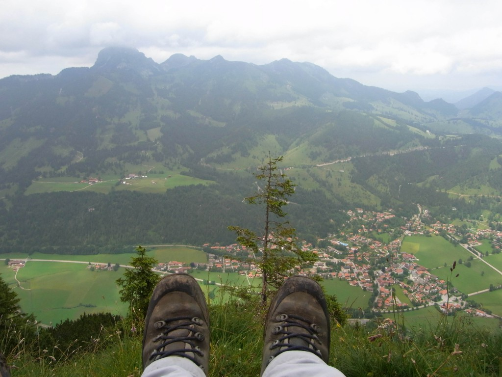 Gipfelrast mit Blick auf Bayrischzell