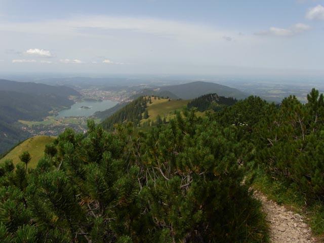 Abstieg vom Jägerkamp mit Blick auf den Schliersee