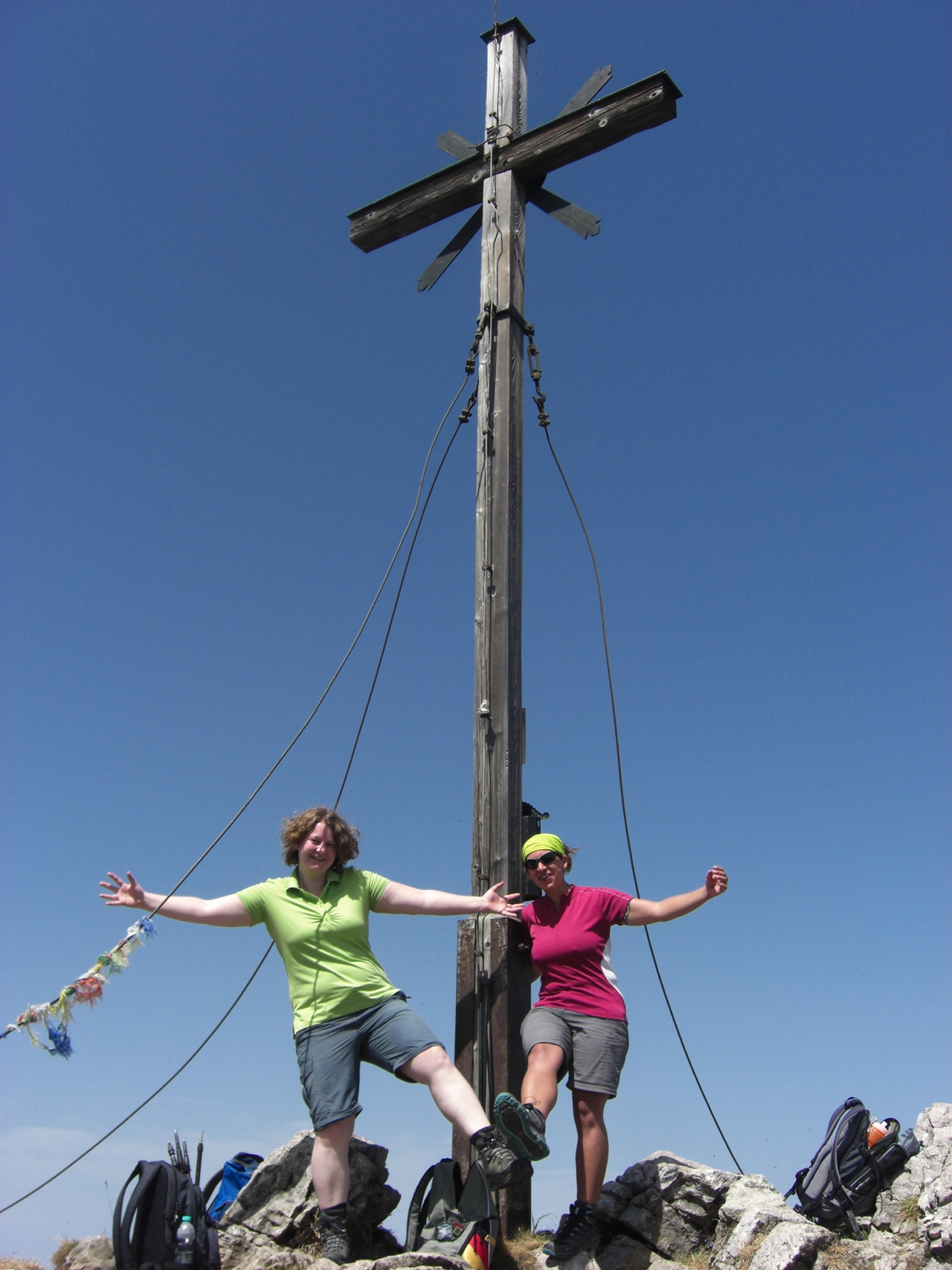 Stefanie und ich frohlocken auf dem Aiplspitz Gipfel