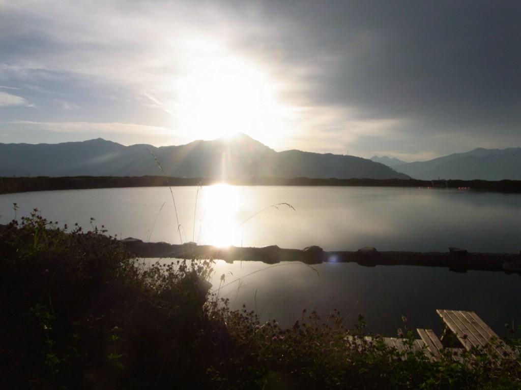 Die Sonne zeigt sich am Speichersee Plettsaukopf