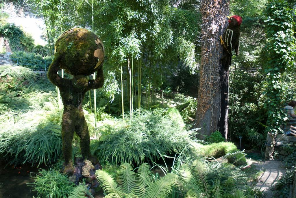Pflanzenfiguren auf der Gilfpromenade