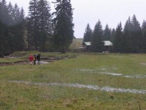 Bergspaziergang durch den Regen