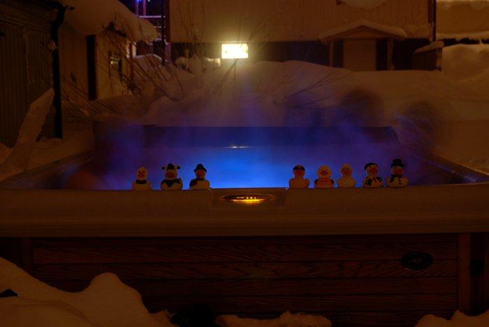 Silvester mit Sekt und Quietscheentchen im Outdoor-Pool