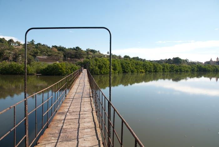 Fußgängerbrücke über den Río Yumurí