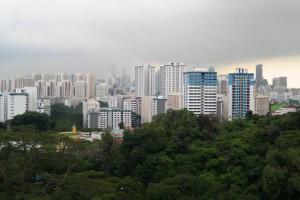 Singapur Skyline vom South Ridges Trail aus gesehen