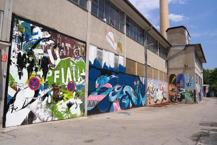 Wände von alten Fabrikhallen, alles Kunst