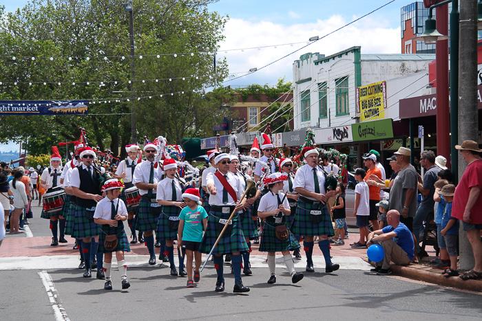 Dudelsack und Schottenrock bei der Christmas Parade in Rotorua