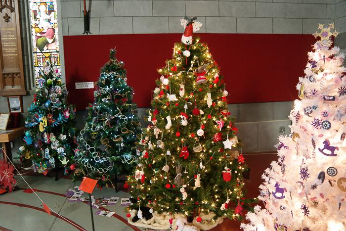 Weihnachtsbäume beim Christmas Tree Festival in Nelson
