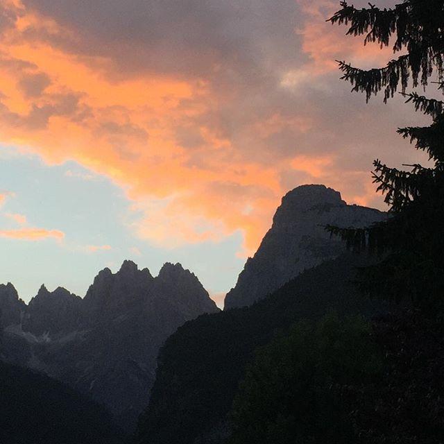 Sonnenuntergang über den Brenta-Dolomiten