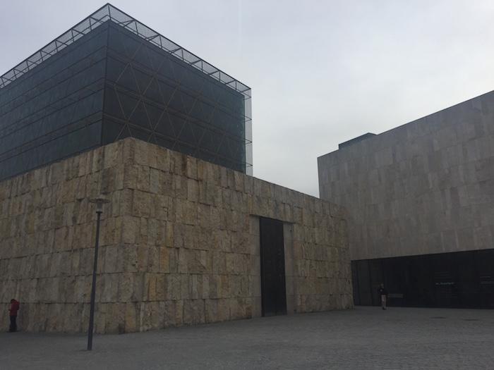 Neue Hauptsynagoge Ohel Jakob, dahinter das Jüdische Museum