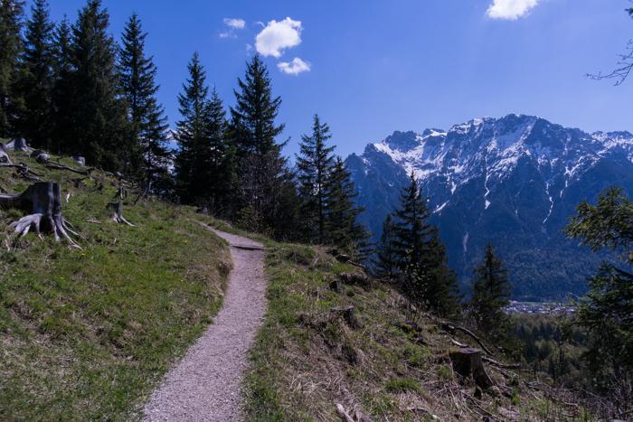 Großartige Ausblicke auf dem Wanderweg zum Hohen Kranzberg