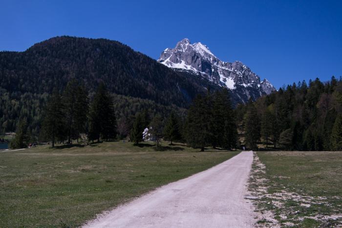 Leichte Wanderwege führen über den Lautersee zum Hohen Kranzberg